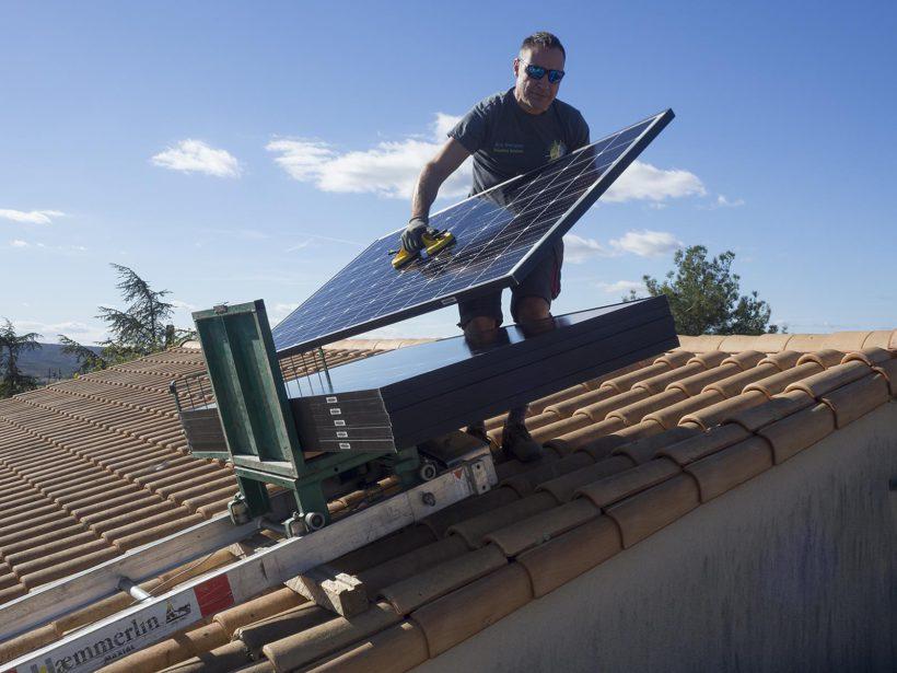Installation des panneaux photovoltaïques sur l'école de Sanilhac