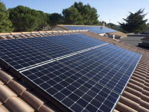 Photovoltaïque sur le toit de l'école de Sanilhac-Sagriès